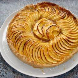 recette d'une tarte au pomme terminée