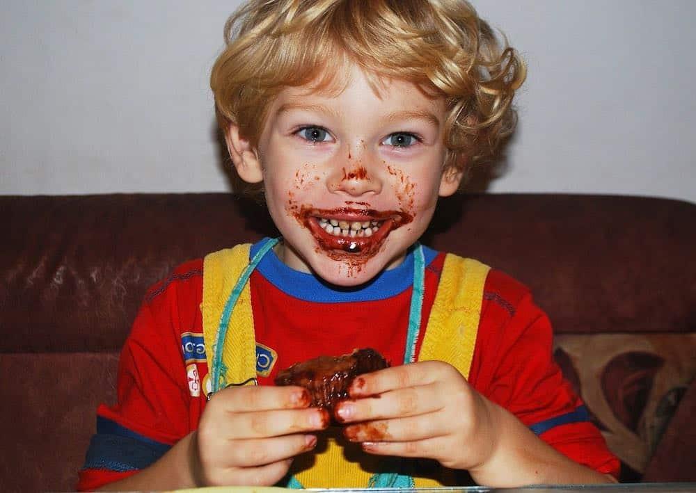 Votre enfant s'amuse en faisant des recettes de cuisine